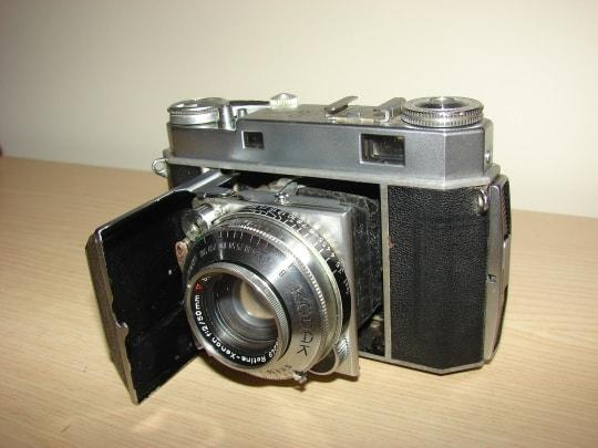 デジタル・ディスラプションに関する例の「アナログカメラ」のイメージ