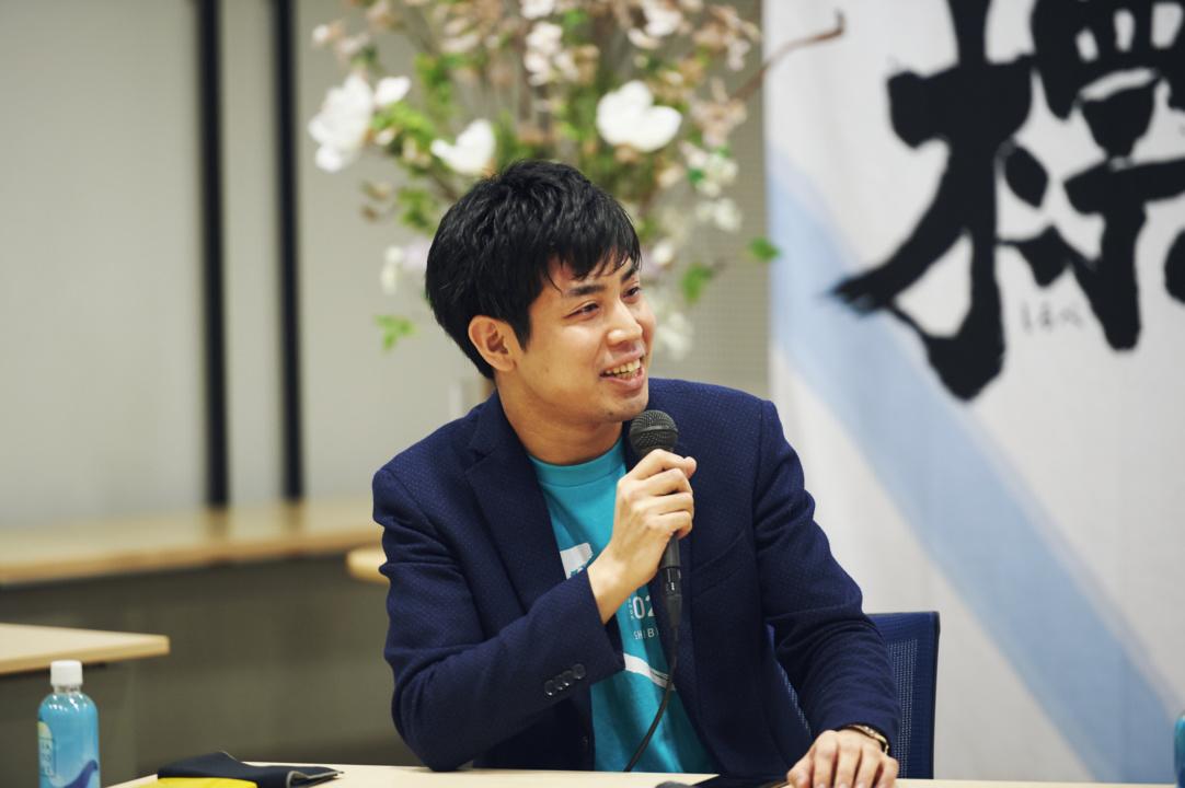 ユーザベース_酒居氏_対談風景